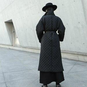 Image 3 - الشتاء المرأة سترة سوداء طويلة حجم كبير Argyle سترة السيدات القطن معطف مبطّن الجانب عالية انقسام ضوء فام رداء أبلى عباءة