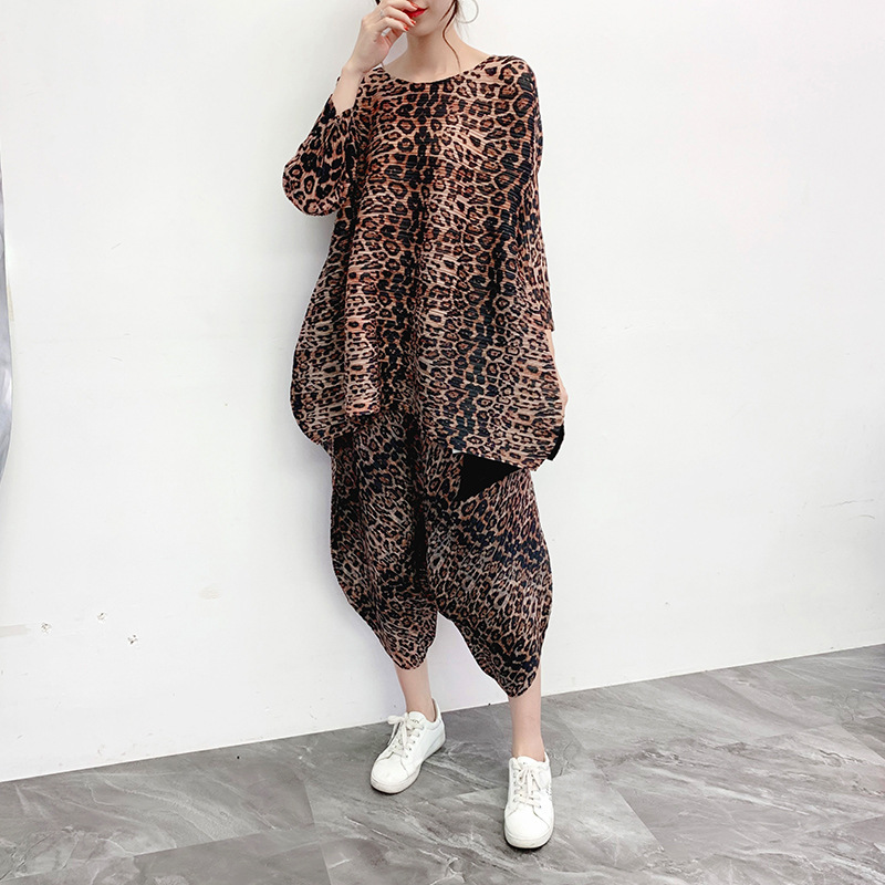 Plus Size Pant Suits Women 2019 Autumn Winter Fashion Leopard Printed Loose Elastic Miyake Pleated Two Piece Casual Women's Set