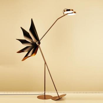 Diseño posmoderno, personalidad creativa, modelo de habitación, Hotel, Casa Club, avestruz, sala de estar, decoración, lámpara de pie de doble cabeza