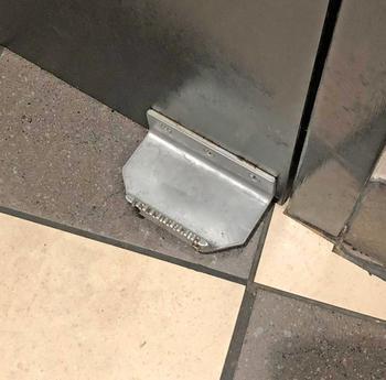 Bezdotykowy bezdotykowy uchwyt drzwiowy do głośnomówiącego mechanizm otwierania drzwi unikaj kontaktu pedał drzwi wygoda drzwi do domu mechanizm otwierania drzwi akcesoria tanie i dobre opinie Door opener tools Support Wholesale Support Retail