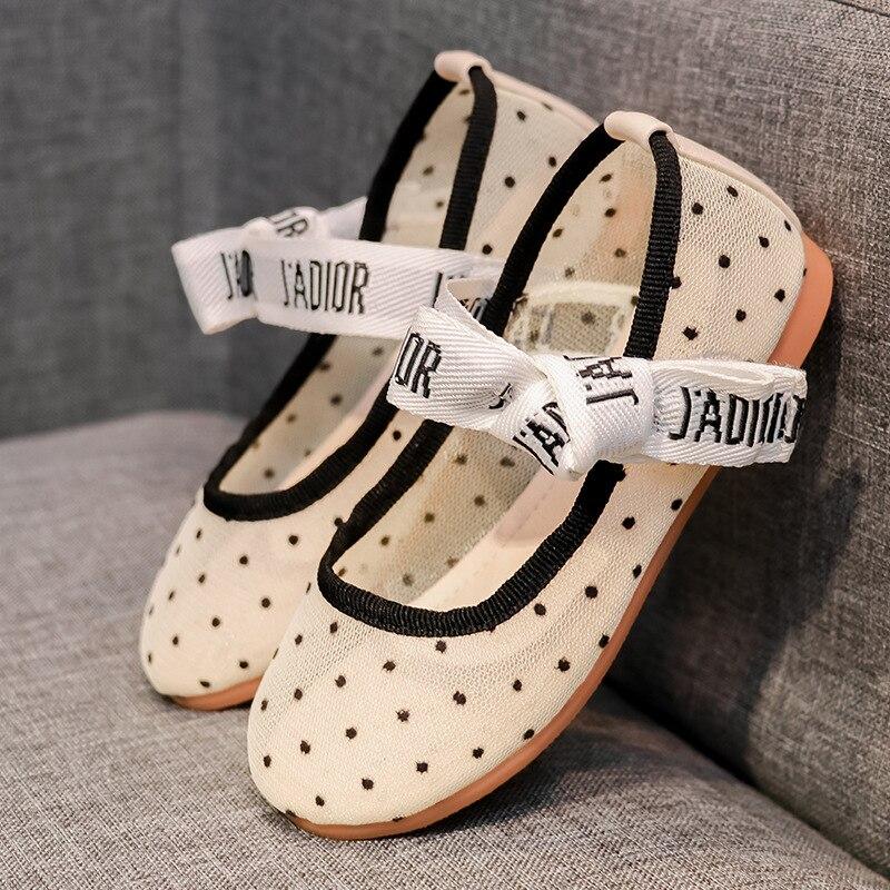 Girls Hollow Out Shoes Soft Bottom Punched Sheet Surface Slip-on Big Boy Moccosins Fashion Little Princess Flat Sandals