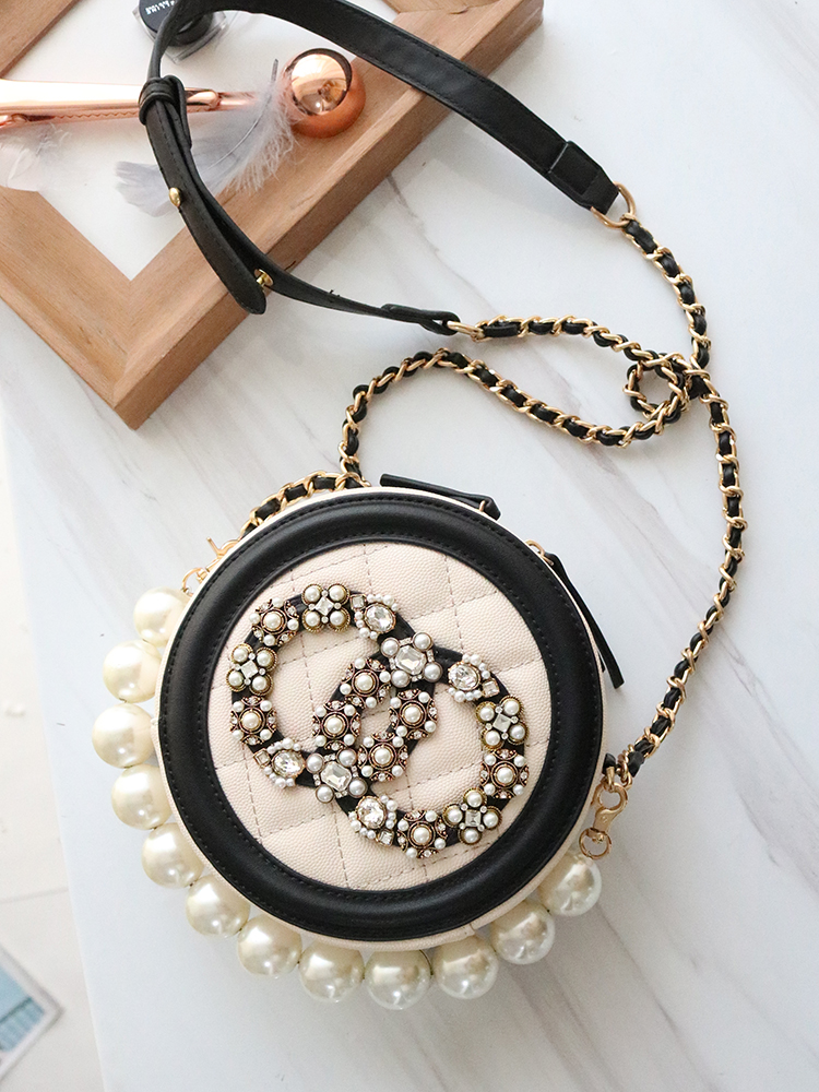 In the autumn of 2019, the new tide women's small round pearl bag hand bill of lading shoulder messenger bag diamond chain bag