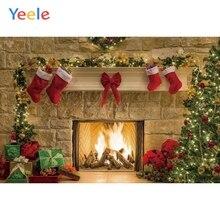 Рождественский фон камин дерево зима снег окно подарок дерево Блестящий светильник Новогодняя фотография Фон Фотофон