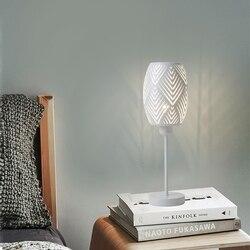 OYGROUP Nordic stolik nocny lampa  metalowy drążony klosz lampka na biurko do dekoracji  bez żarówki  E27  biały w Lampy na biurko od Lampy i oświetlenie na