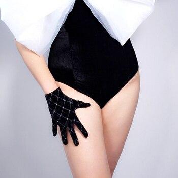 Fashion 2020 New VELVET GLOVES 21cm 8 Short Stretchy Black Silver Chips Sparkle Diamond Square Women Velour Gloves WSR33