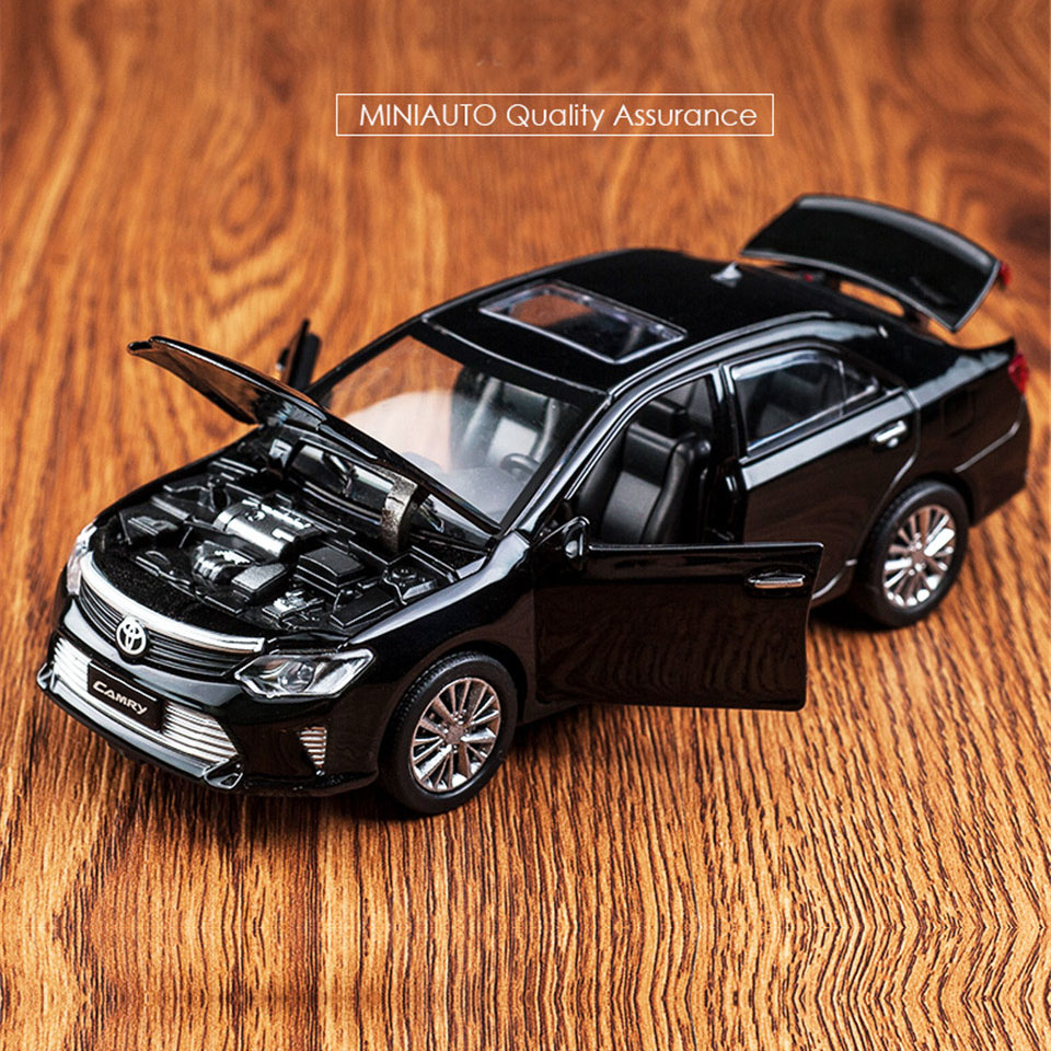 Hot Alloy Diecast Model Car 1:32 Camry Children Metal Toys Pull Back Wheels Flashing Machinery For Kids Birthday Christmas Gifts