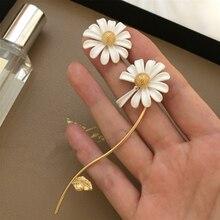 2020 Spring New Elf White Drop Glaze Asymmetric Small Daisy Tassel Flower Ear Stud Earrings For Woman