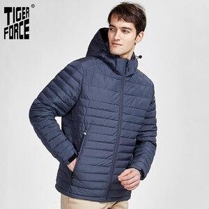 Image 2 - 타이거 포스 2020 새로운 남성 스트라이프 자켓 포켓 고품질 제거 후드 따뜻한 남성 캐주얼 코트 겉옷 지퍼 50629