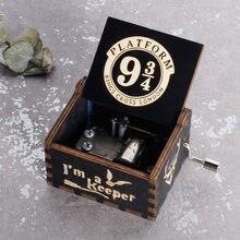 Antika ahşap oyma kraliçe Jurassic Park Naruto müzik kutusu el krank müzik kutusu doğum günü noel hediyesi tabut dekorasyon