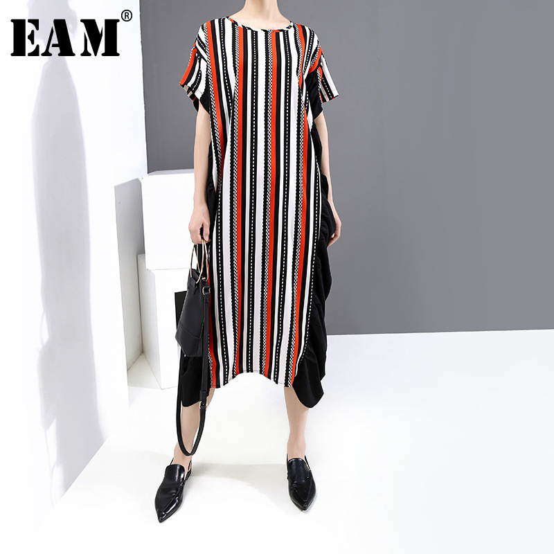 [EAM] Women Stri[ed Ruffles Big Size Long Dress New Round Neck Short Sleeve Loose Fit Fashion Tide Spring Summer 2020 1X131
