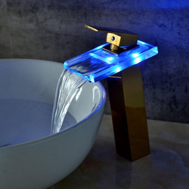 Robinet de lavabo en laiton avec cascade en verre doré robinet à LED. Mitigeur de salle de bain mitigeur lavabo monté sur le pont