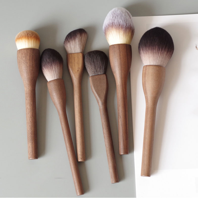 1Pcs European Vintage Wood Handle Makeup Brush Set High Quality Loose Powder Blush Foundation Brush Super Soft Theatre Makeup