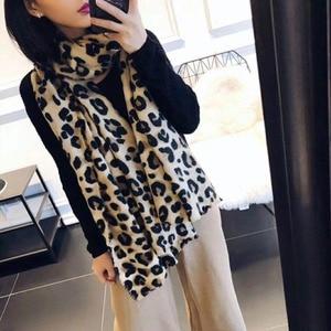 Image 2 - Modny wzór w cętki Pashmina szal kaszmirowy gorąca sprzedaż szalik dla kobiet klasyczny wzór Poncho Wrap zimowy miękki ciepły szalik
