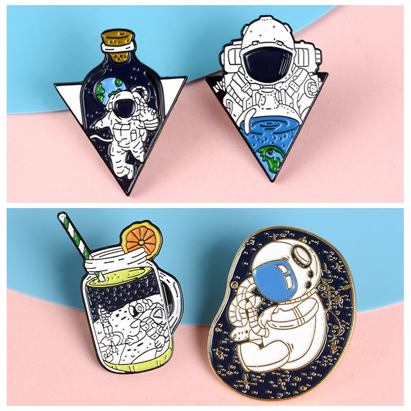 Astronaut Pins The World in the Bottle Creative Badges Brooches Bag Accessories Lapel Pins Jewelry Gifts for Aerospace fans