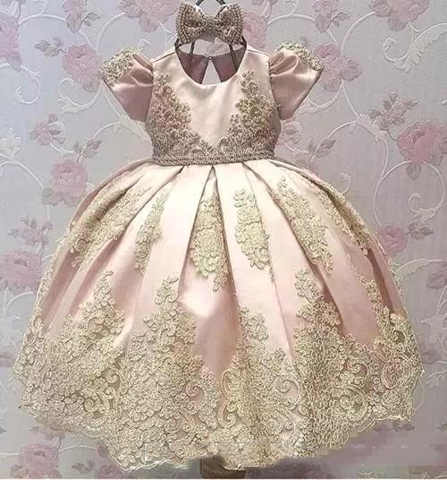 2018 Newest Short Sleeves Big Bow Gold Applique Kids Communion Gowns Birthday Vestido Party Pageant Flower Girl Dresses