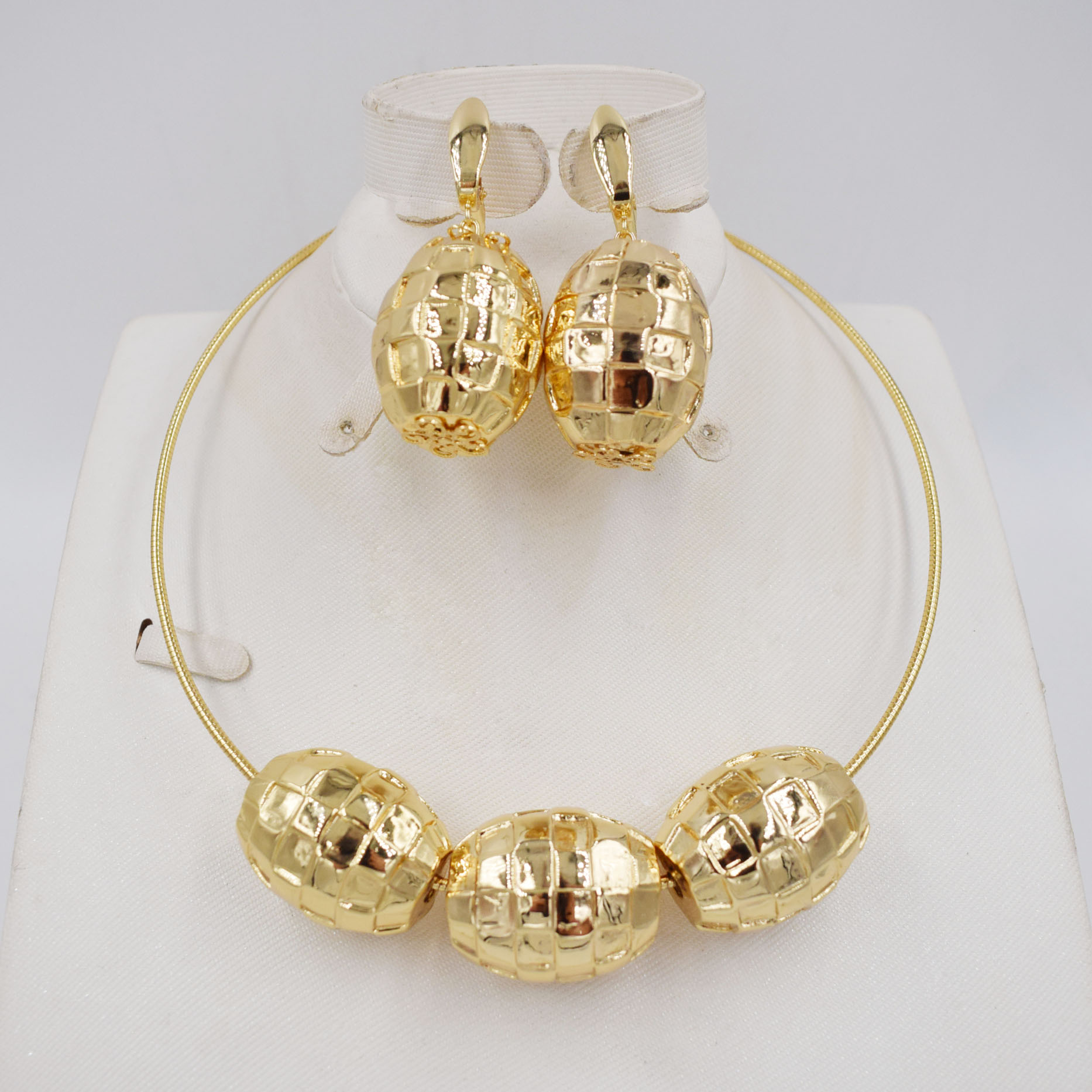 Fashion Gold Color Dangle Earrings Pendent Choker Necklace Nigerian Jewelry Set For Women Metal Party Jewelry Set