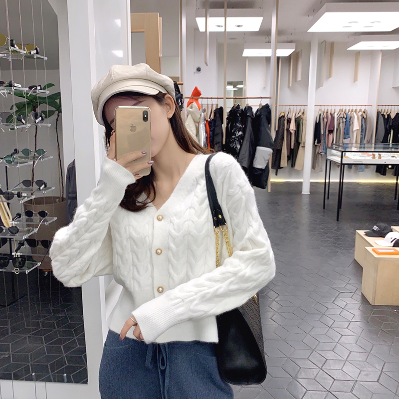 MISHOW 2019 Autumn Wave Knit Sweater Women Slim Fit Long Sleeve Single-breasted Vneck Short Coat Tops MX19C5248