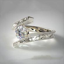 Женские обручальные кольца с фианитом серебристые большим камнем
