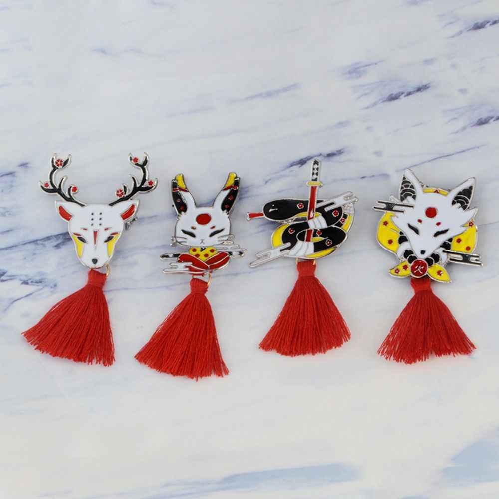 1 PC Kitsune Spille Giapponese Cervo Coniglio Snake Fox kabuki Ninja Maschera con il Rosso Nappa Spille Distintivi e Simboli Risvolto Spille Distintivi e Simboli spilla