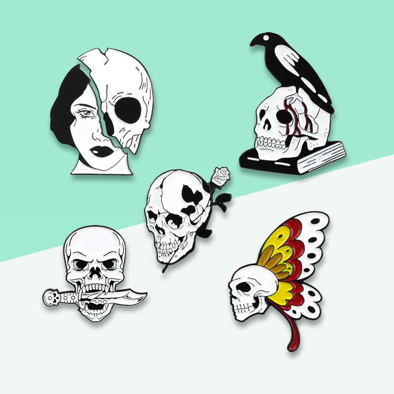 Gothic Horror Pins 5 Style Skeleton Cuervo Brooch Butterfly Half Woman Face Knife in Mouth Lover Rose Halloween Badge Jewelry