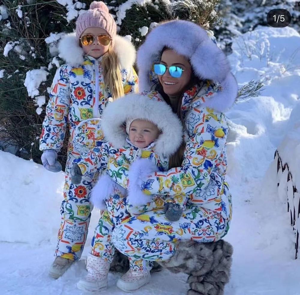 Ensembles de famille 2019 hiver Outwear costume famille ensemble monther et enfant fourrure de raton laveur combinaison à capuche femmes bas costumes costume de ski en plein air