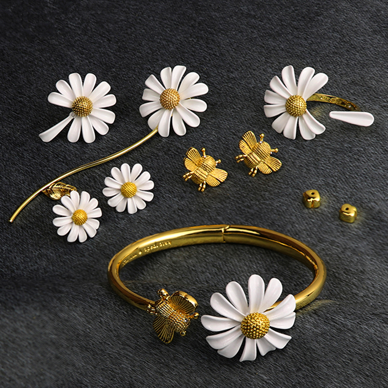 HUANZHI 2020 New Design Gold Color Daisy Flower Bee Animal Asymmetry Adjustable Buckle Bracelet for Women Girl Set Jewelry Part