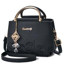 Bolsa feminina de couro e de ombro, bolsa feminina feita em couro com pingente bordado de flores
