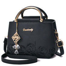 Torebki damskie torebki damskie skórzane torebki na ramię torebka na pasek damski kwiat haftowane zawieszki nity Boston Ladies Fashion