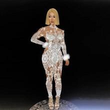 Exy beyaz dantel Rhinestones tüyler Bodysuit kadın şarkıcı sahne tulum kutlamak parti kostüm Glisten streç çıplak kıyafetler