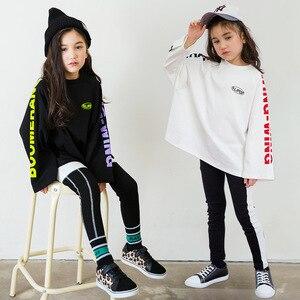 Image 1 - Ragazzi di Autunno della molla Delle Ragazze di Sport Set Femminile Bambini Casual T Shirt Bambini del Vestito Hip Hop Lettera Maniche Adolescenti Tute CA854