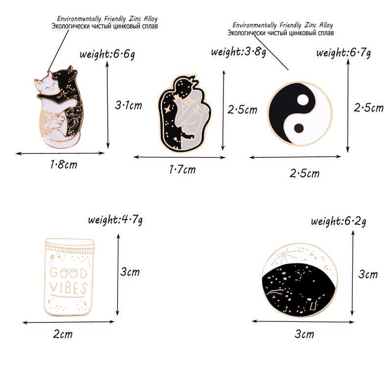 Gothic Spilli yin yang luna Spille nero Gatto bianco Costellazione Dello Smalto Spilli Distintivi e Simboli Gioielli magia risvolto Spilli Accessori Regali