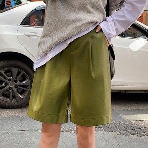 Image 4 - Shorts de couro pu com botões traseiros, moda feminina para outono e inverno, calção solta em couro com cinco pontos, plus size, S 3XL shorts com bermuda