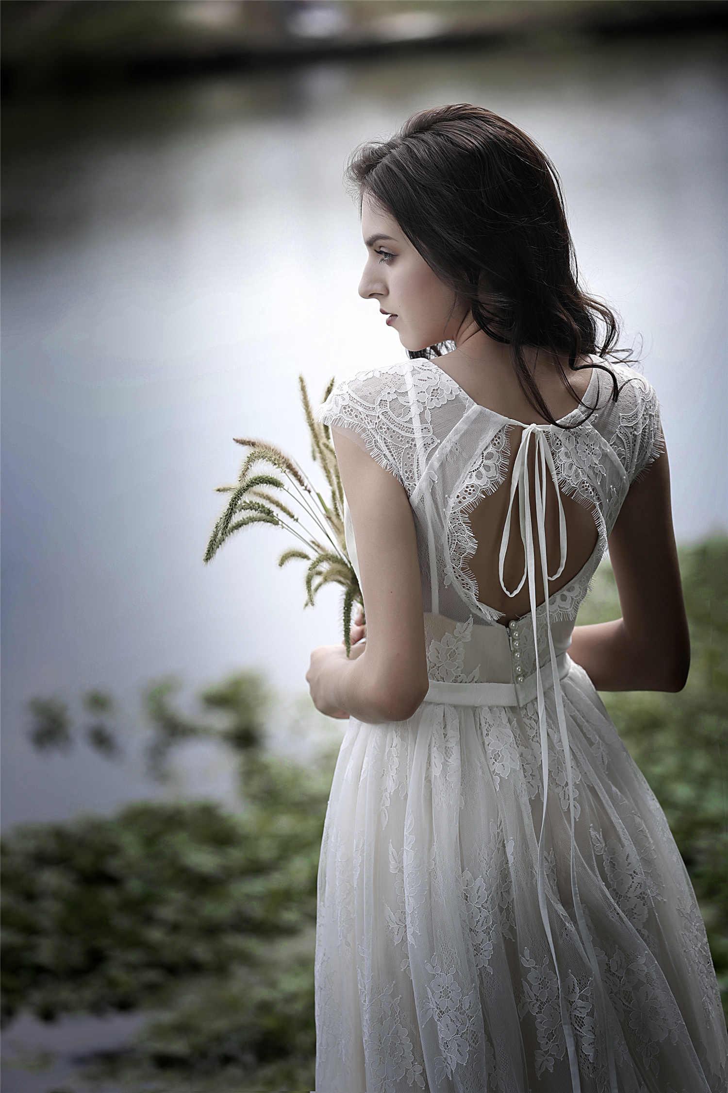 אונליין V-צוואר כתרי שרוולי Appliqued תחרה מקיר לקיר-אורך מיוחד Backstyle ללא משענת טול שמלת כלה לחתונה
