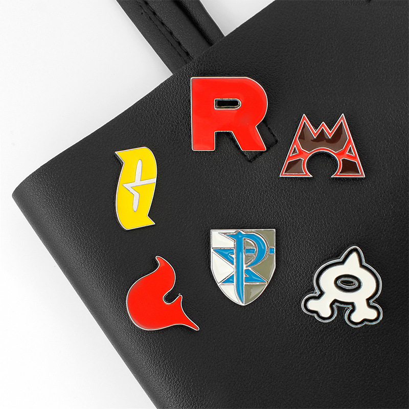 anime Pocket Monster Rocket Team R badge brooch High quality Pokemon go Alloy Cosprey Gift CARTOON collection Cute toys Chaveiro image