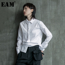 [EAM] 여성 블랙 화이트 불규칙한 분할 공동 블라우스 새로운 옷깃 긴 소매 느슨한 맞는 셔츠 패션 조수 봄 가을 2020 1B205