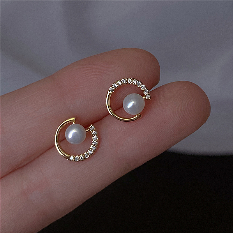 2020 New Arrival Trendy Round Exquisite Pearl Round C-shaped Simple Stud Earrings For Women Fashion Crystal Jewelry