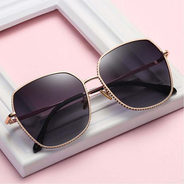 2020 Polarizedสำหรับแว่นตาผู้หญิงกรอบโลหะUV400แว่นตากันแดดกล่องขนาด: 49 16 147mm