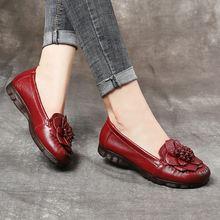 Женская обувь на плоской подошве в сдержанном стиле с цветочным