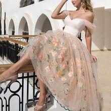 Платье для выпускного вечера с открытыми плечами и бантом на
