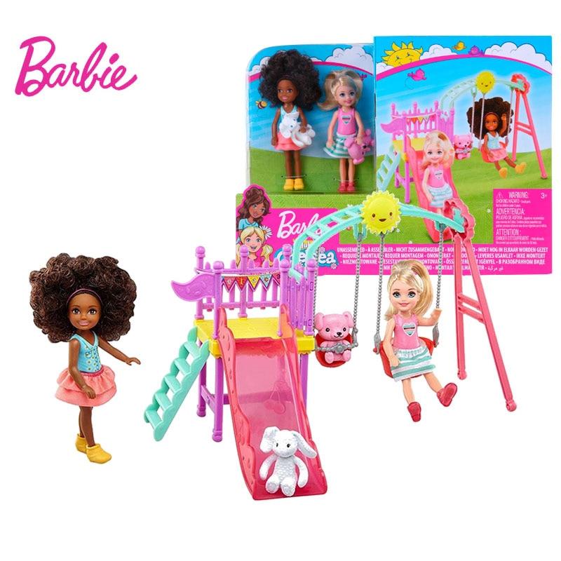 Original Barbie Club Chelsea Puppe für Mädchen Samusement Park Spielset mit Schaukel Rutsche Haustiere Spielzeug für Kinder Mit Spaß Freunde