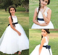 Vintage Cute White Lace Flower Girls Dress Long Princess Country Style A Line Girls Party Gowns with Ribbon