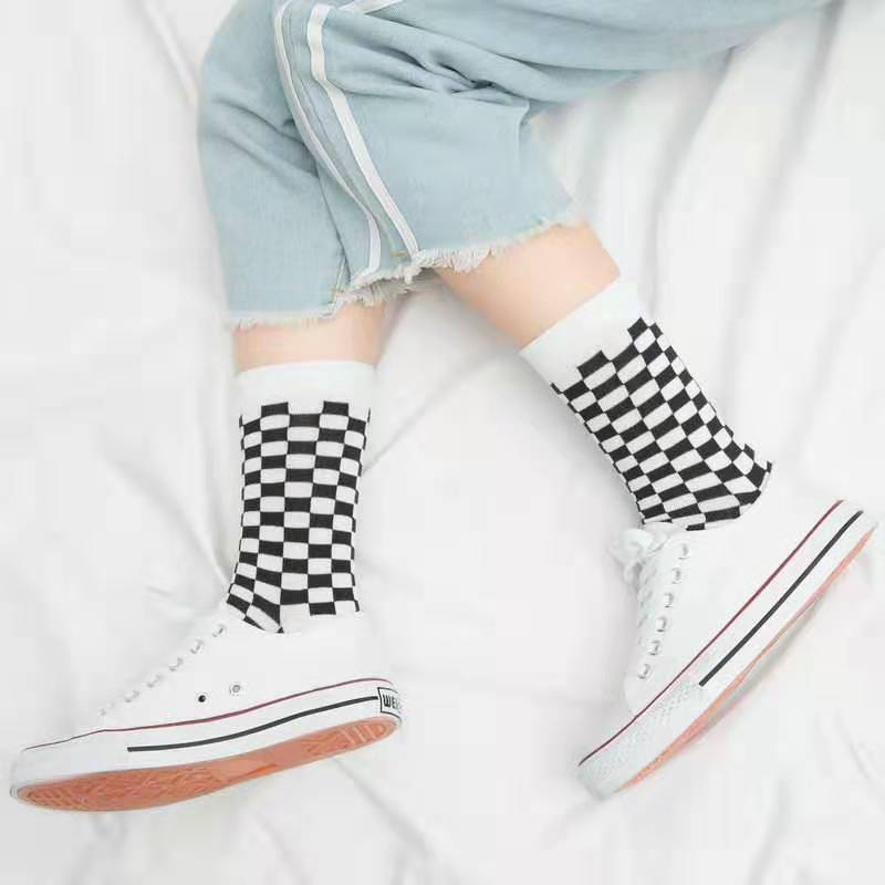 New Socks Women Men Unisex Harajuku Black And White Squares Pattern Socks Novelty Streetwear Skateboard Funny Socks Cotton Sock