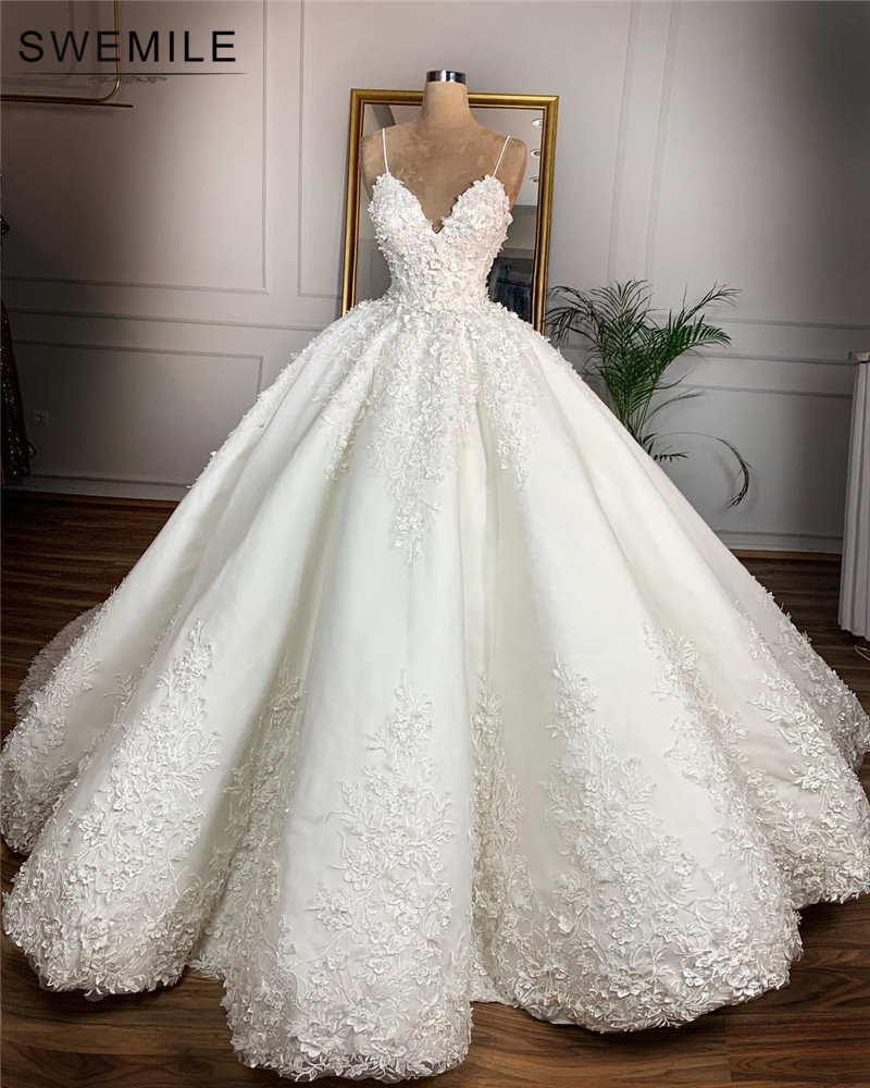 Elegant Ball Gown Lace Wedding Dress 2019 Sexy V Neck Spaghetti Straps Lace Up Back Wedding Gowns Robe De Mariee