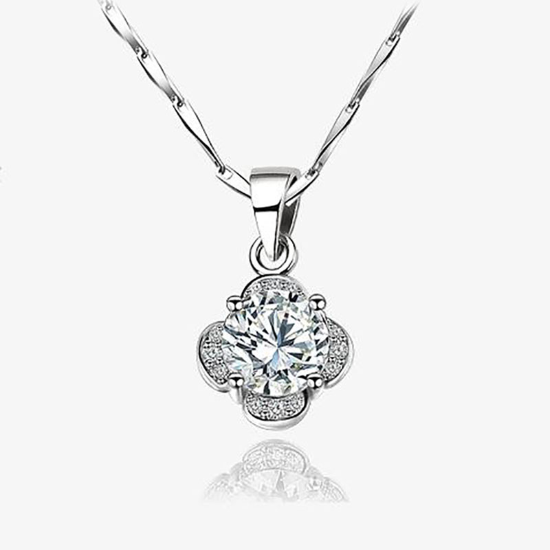 Fashion Short Clavicle Chain for Women Temperament Sexy Four leaf Clover Flower shape Pendant Necklace Classic Jewelry in Pendant Necklaces from Jewelry Accessories