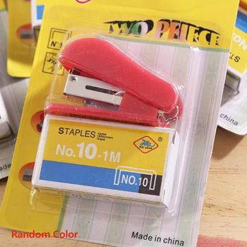 Przenośny Kawaii Super Mini mały zszywacz przydatny Mini zszywacz zszywki zestaw biurowy wiążący papiernicze losowy kolor tanie i dobre opinie