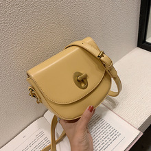 Women's bag 2019 new simple small bag fashion single shoulder oblique span bag pu leather lock buckle saddle bag two tone buckle decor saddle bag