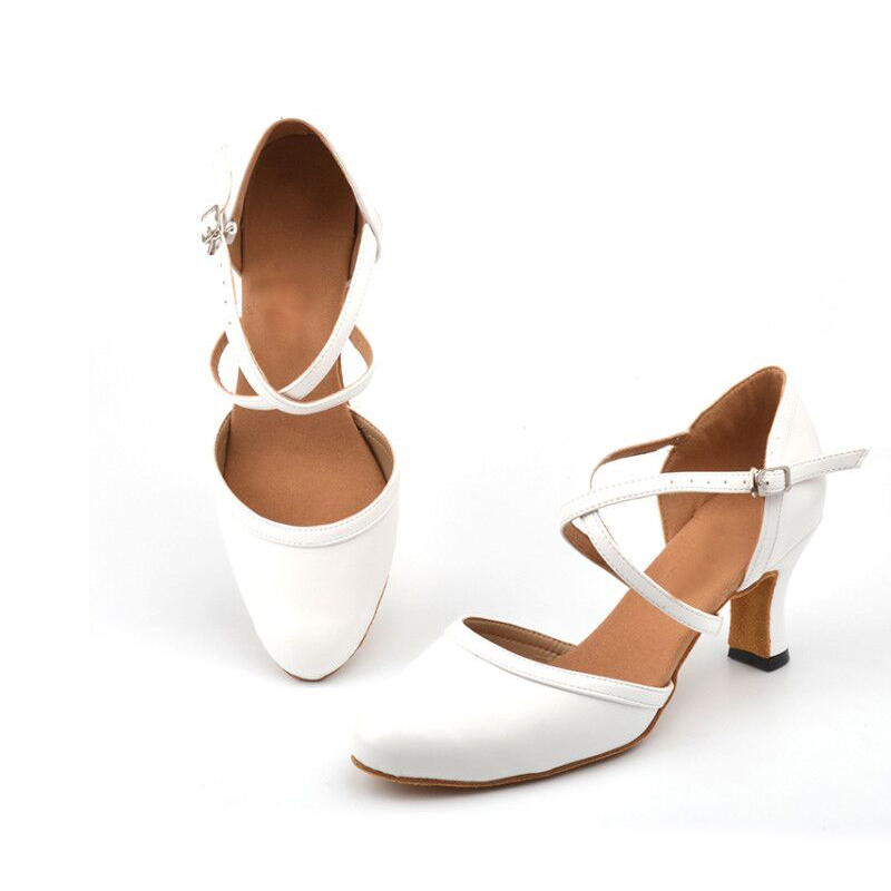 White Soft Bottom Closed Toe Ballroom Dance Competition Shoes  Leather Latin Dance Shoes Woman Salsa Ballroom Dance Sneakers
