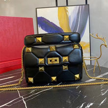 2021 new luxury shoulder bag, designer ladies high-quality leather and sheepskin diagonal bag, luxury rivet bag, free box