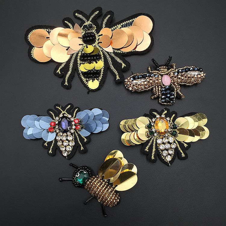 1pcs Cute Small Honeybee Patches 3D Handmade Rhinestone Beaded Patches Sew On Crystal Patch Beading Applique Cute Patchs