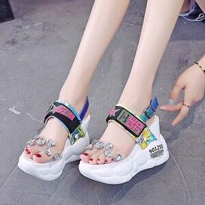 Image 5 - Lucyever 2020 Phụ Nữ Mùa Hè Sandals Thời Trang Trong Suốt Kim Cương Nêm Sandal Kim Cương Giả Giày Cao Gót Chun Giày Đế Người Phụ Nữ